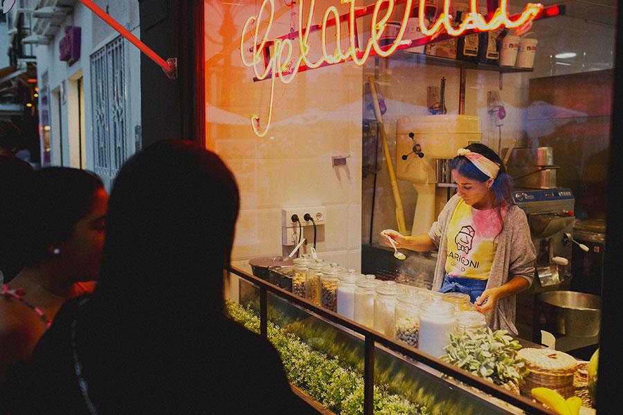 foto elaborando helado narigoni