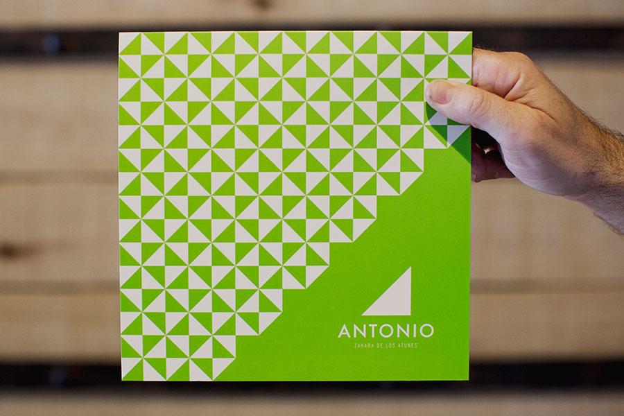 diseño de carta de postres restaurante antonio